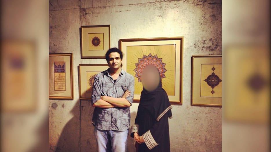 الشاعر الفلسطيني المحكوم بالإعدام في السعودية بتهمة الردة أشرف فياض.. يجمع إلى جانبه كتاب وشعراء من العالم