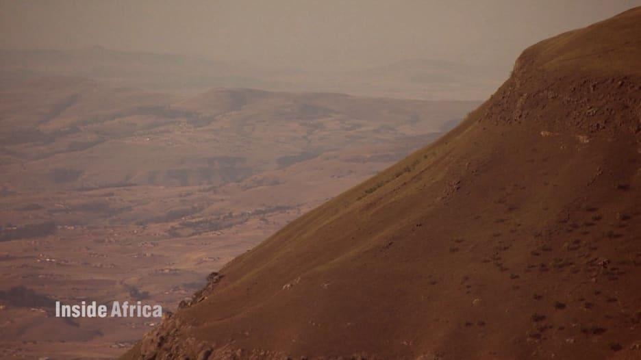 """""""جبال التنين"""" في جنوب أفريقيا.. تاريخ عريق وهيبة مخيفة"""
