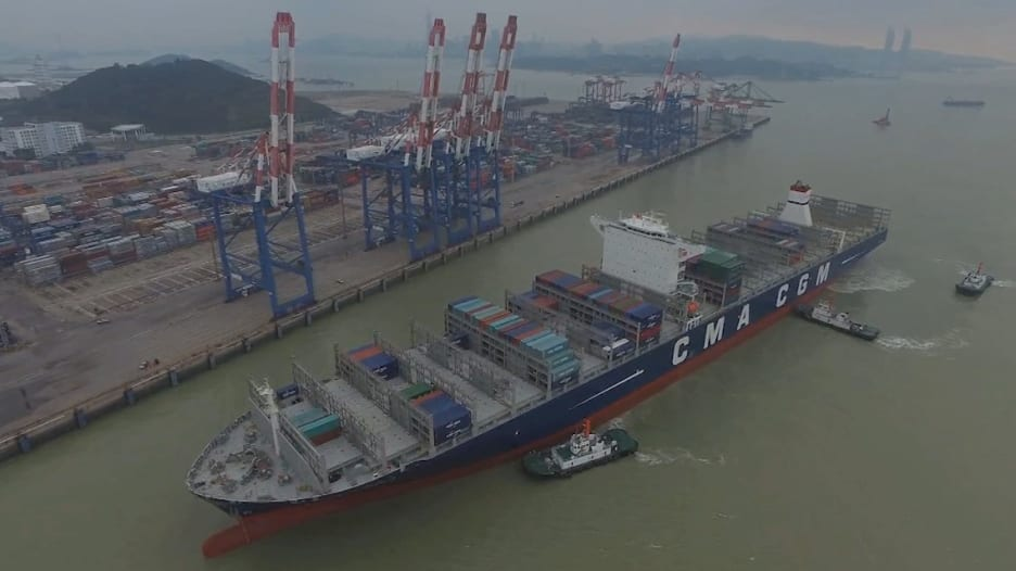 CNN من داخل أكبر سفينة شحن بضائع بين الصين وأمريكا.. تتسع لـ 18 ألف حاوية وبقوة 80 ألف حصان