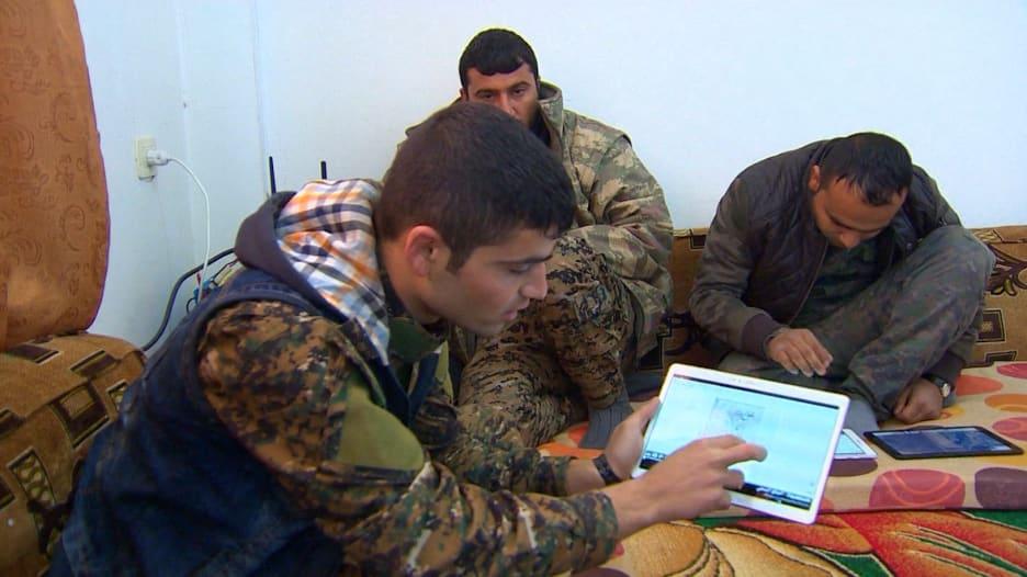 بالفيديو: القوات الأمريكية والكردية في تعاون بمعركة ضد داعش