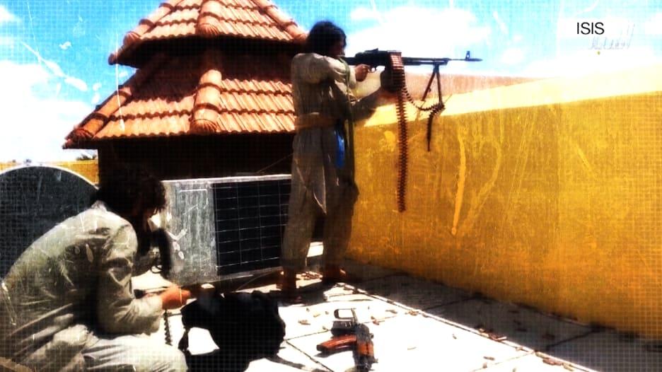 """بالفيديو: القوات الأمريكية تعتقل عميلاً بداعش """"مهاراته تقلق أمريكا"""""""