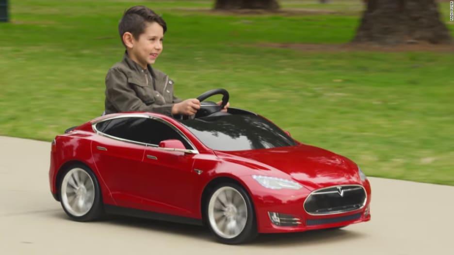 """""""تيسلا"""" تصمم سيارتها الخاصة بالأطفال.. وهذا هو ثمنها"""