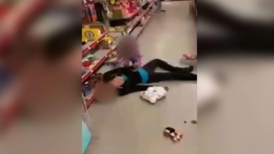 جرعة هيروين زائدة تترك طفلة تصرخ على أرض متجر في ماساشوستس