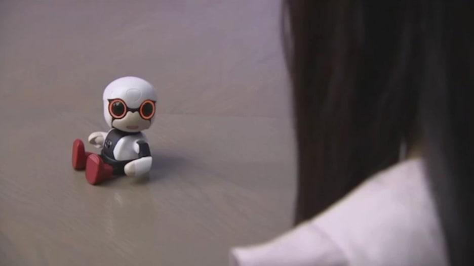 """كيروبو.. رفيقك الآلي الصغير من شركة """"تويوتا"""""""