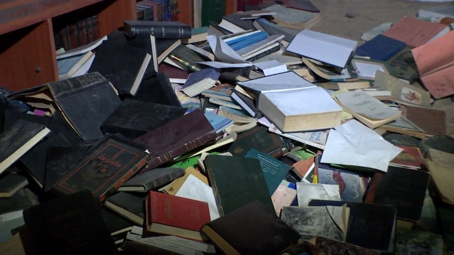 ملاذ وسط جحيم الحرب السورية.. مكتبة تحت الأرض بداريا