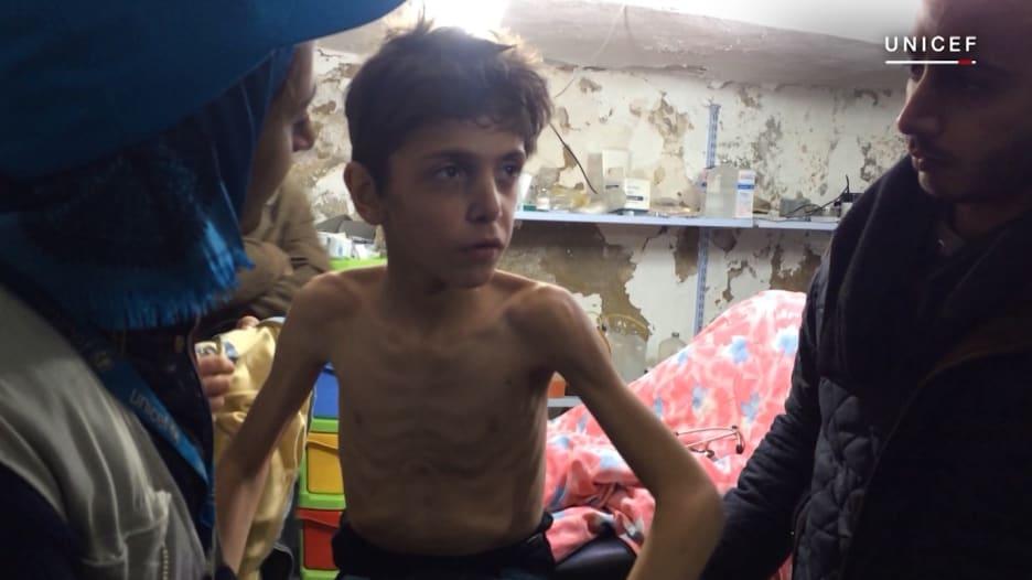أطفال سوريا.. وسط القتل والتعذيب والتجنيد والتجويع