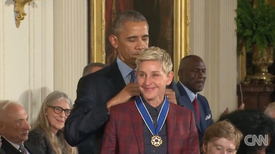 أوباما يمنح وسام الحرية لـ 21 شخصية بينهم توم هانكس وروبرت دي نيرو
