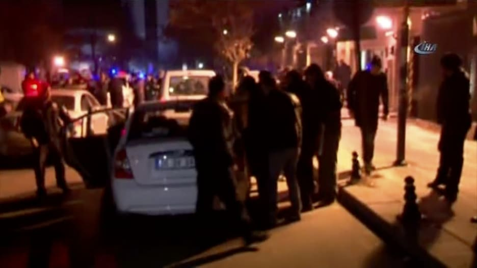 شاهد.. الشرطة التركية تعتقل مسلحا أطلق النار أمام السفارة الأمريكية