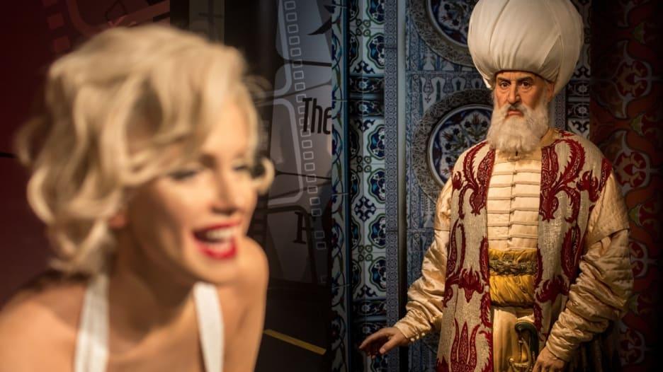 مارلين مونرو والسلطان سليمان القانوني يجتمعان في تركيا.. والسبب