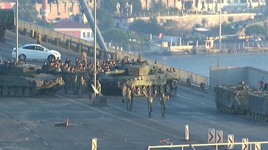 """ضابط تركي مفصول: حملة التطهير تركت القوات المسلحة """"ضعيفة"""""""