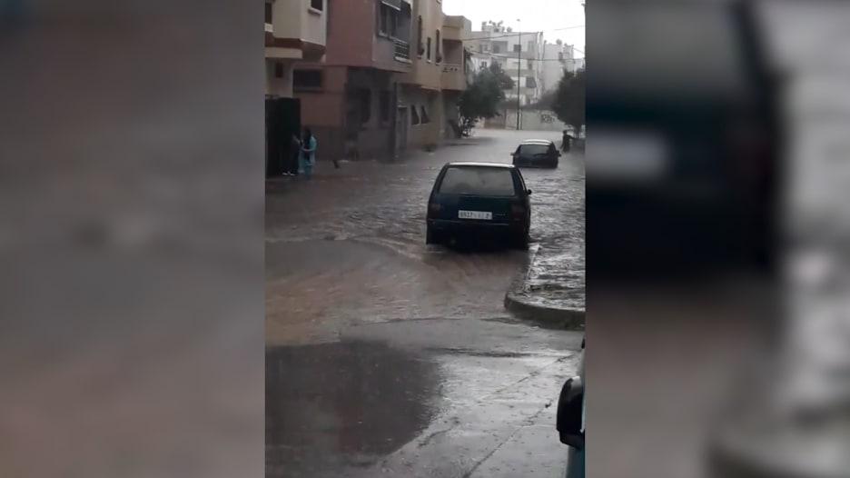 شاهد.. أمطار غزيرة في سلا المغربية تحول شوارعها إلى برك