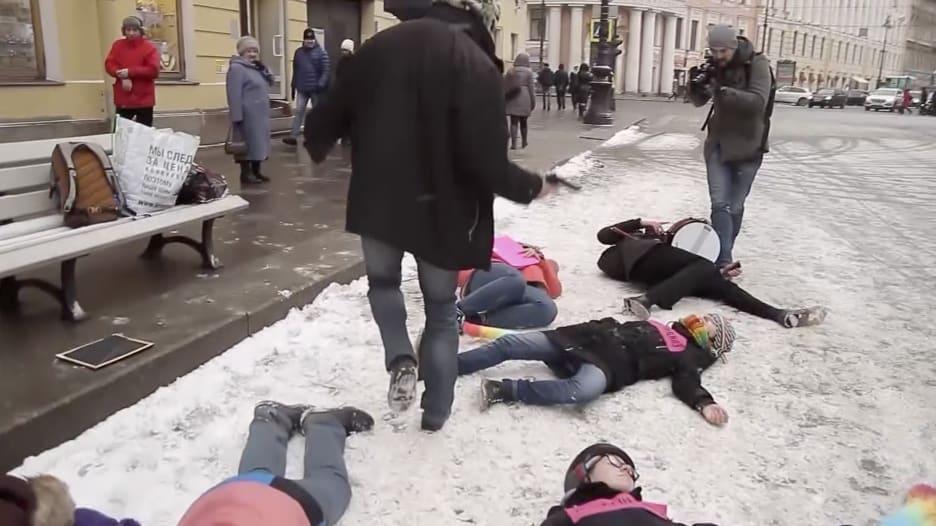 مظاهرة أمام مقر الجيش الروسي بسان بطرسبرغ لدعم مثليي الجنس