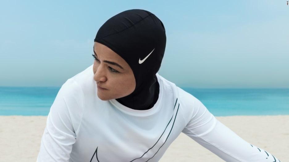 """حجاب نايكي """"الأدائي"""".. سلاح جديد للرياضيات المسلمات"""