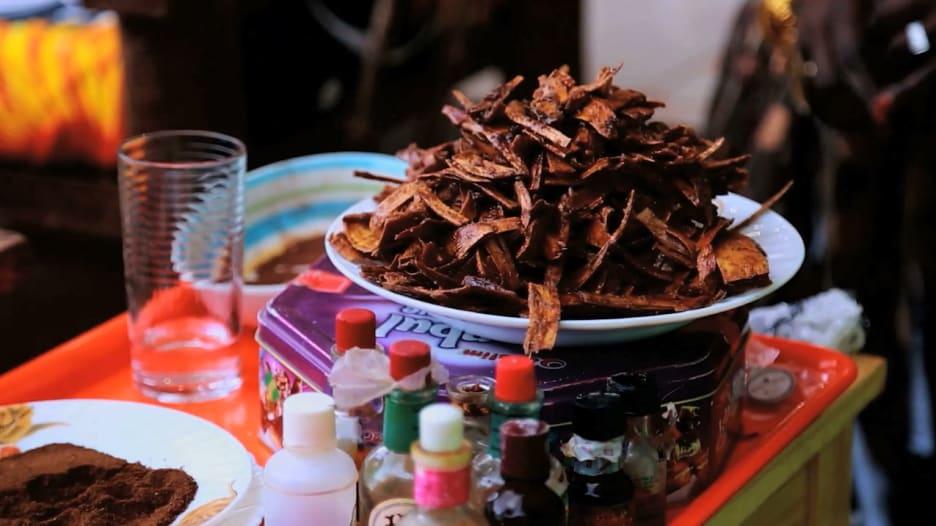 تعرّف إلى رائحة العروس السودانية المميزة وأسرار عطور الظفرة والمحلب
