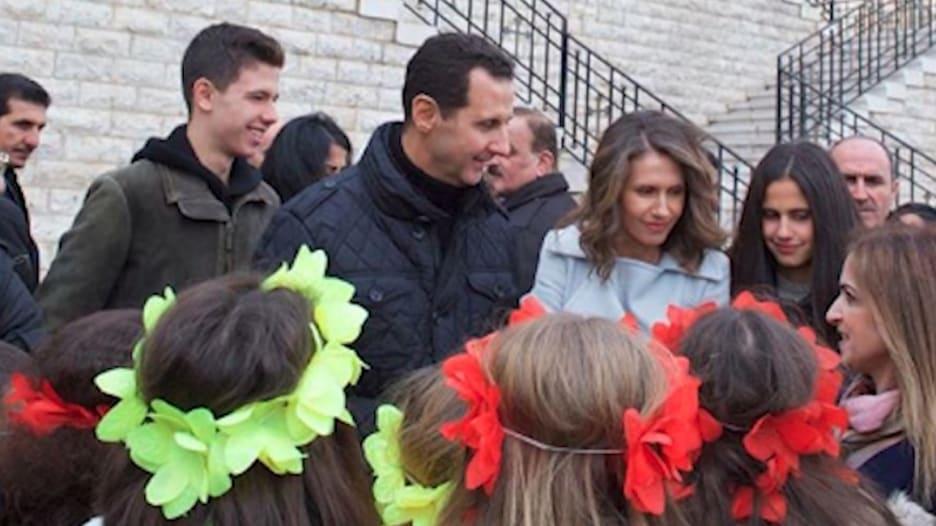 بين الدمار والهدوء.. كيف يعيش الأسد وزوجته في حالة إنكار؟