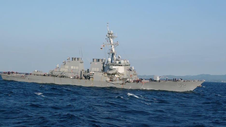 شاهد.. اصطدام مدمرة أميركية بسفينة شحن قبالة السواحل اليابانية