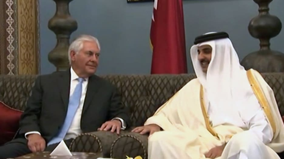 شاهد.. أمير قطر يستقبل وزير الخارجية الأمريكي في الدوحة