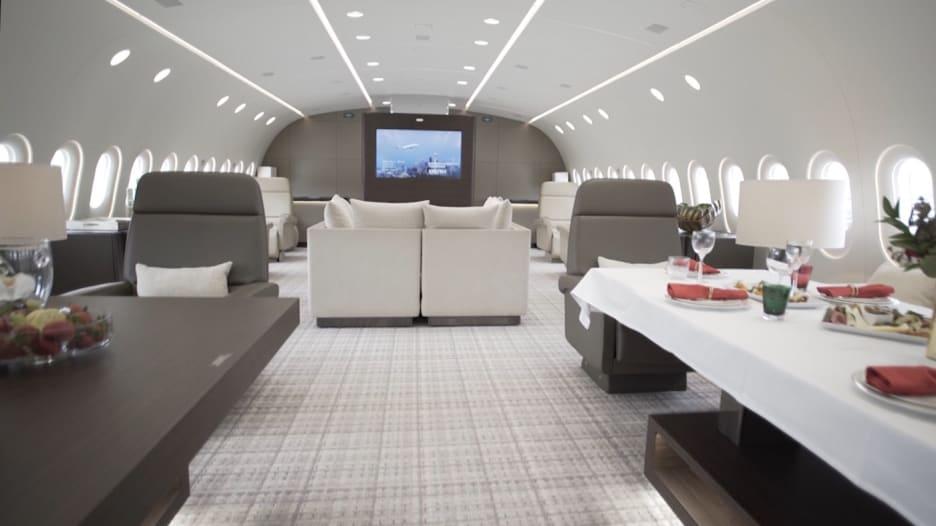طائرة الأحلام بـ74 ألف دولار بالساعة
