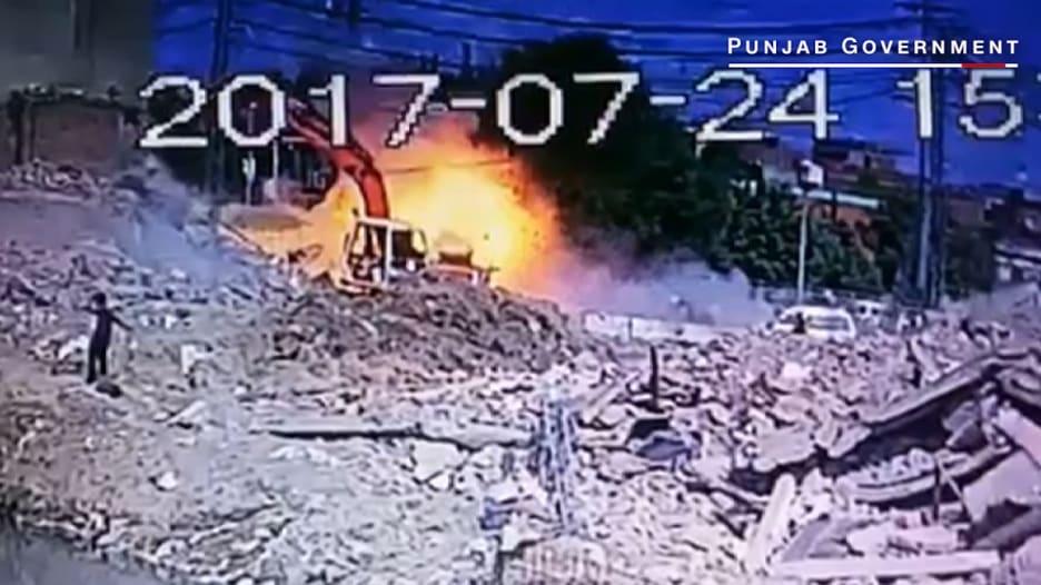 لحظةتفجيرفي باكستانأسقطعشرات القتلى والجرحى