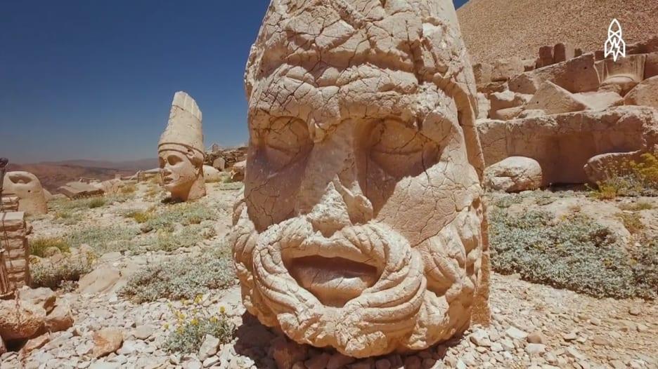 """ما هو لغز معبد """"نمرود داغ"""" في تركيا؟"""