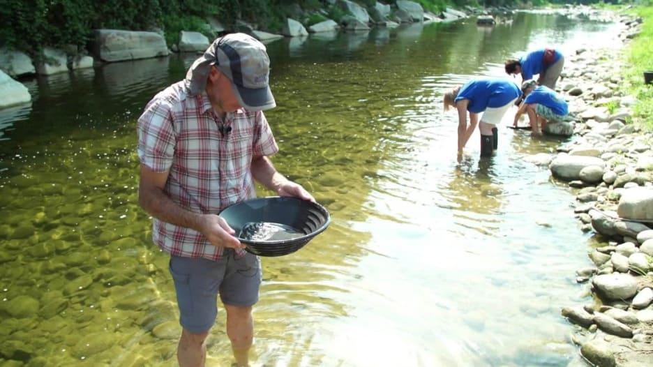 هنا في إيطاليا.. هذا النهر يسمح لكم باستخراج الذهب