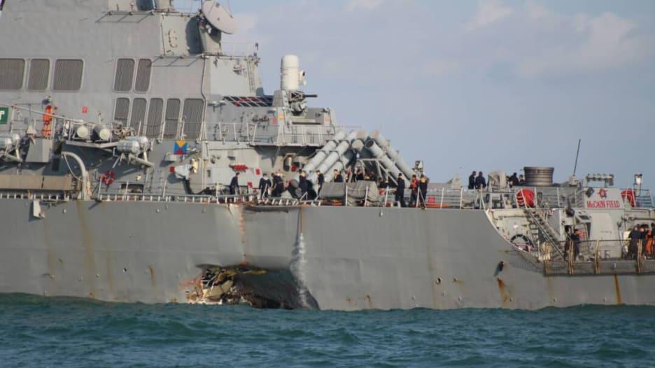 فقدان 10 بحارة من مدمرة أمريكية بعد تصادم مع ناقلة نفط قرب سنغافورة