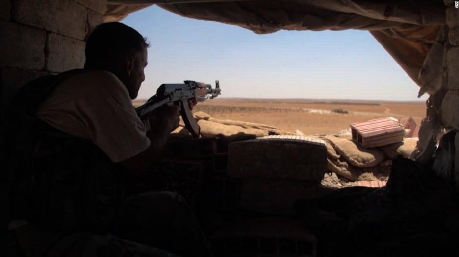 """من الموصل وتلعفر إلى دير الزور والرقة.. دولة """"الخلافة"""" تنهار وأيديولوجيتها في انتشار"""