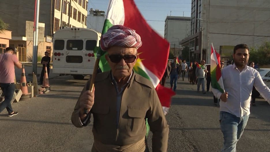 شاهد.. الأكراد يحتجون على أمريكا وسط نزاع كركوك