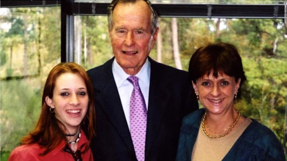 الرئيس جورج بوش الأب يواجه موجة جديدة من مزاعم التحرش