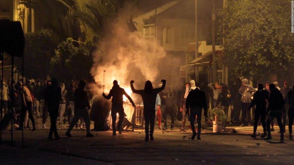 تونس.. مخاوف من اتساع الاضطرابات في مهد الربيع العربي