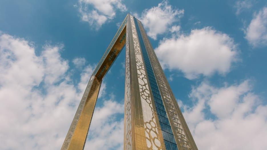 """هذا ما ستكتشفونه في برج """"برواز دبي"""" المغطى بلون الذهب"""