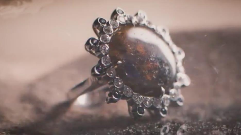 مصممة تبرز جمال طبيعة قطر بهذه المجوهرات