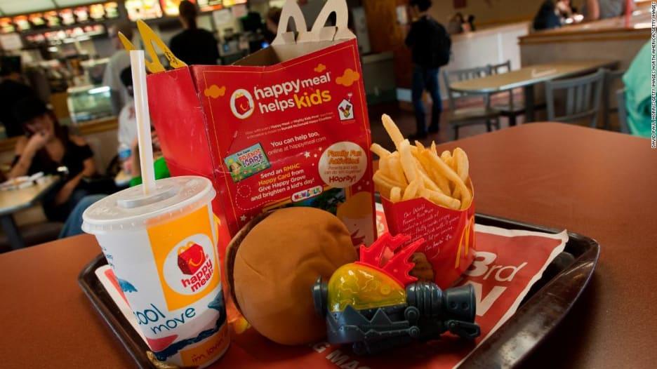 """""""ماكدونالدز"""" تقدم وجبات """"صحية"""" للأطفال"""