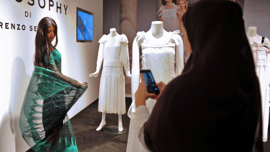 للمرة الأولى..السعودية تستضيف أسبوع الموضة العربي