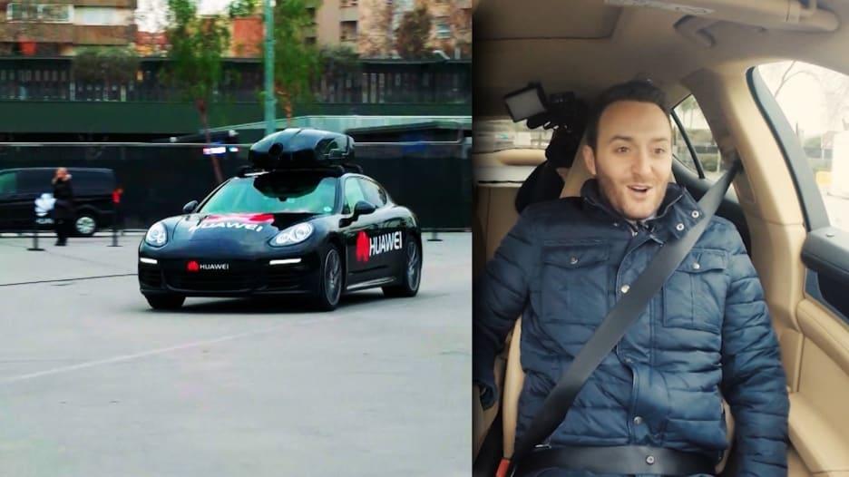"""شاهد.. سيارة ذاتية القيادة يتحكم بها هاتف """"هواوي"""""""