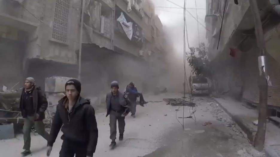 الخوذ البيضاء: مقتل 20 مدنياً بسبب القصف في دوما