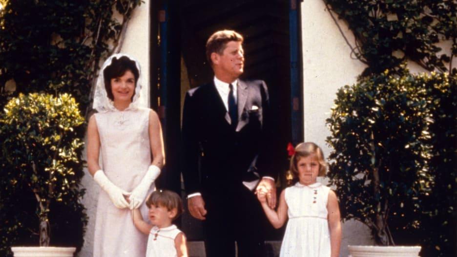 شاهد.. مقاطع نادرة لعائلة كينيدي بالبيت الأبيض