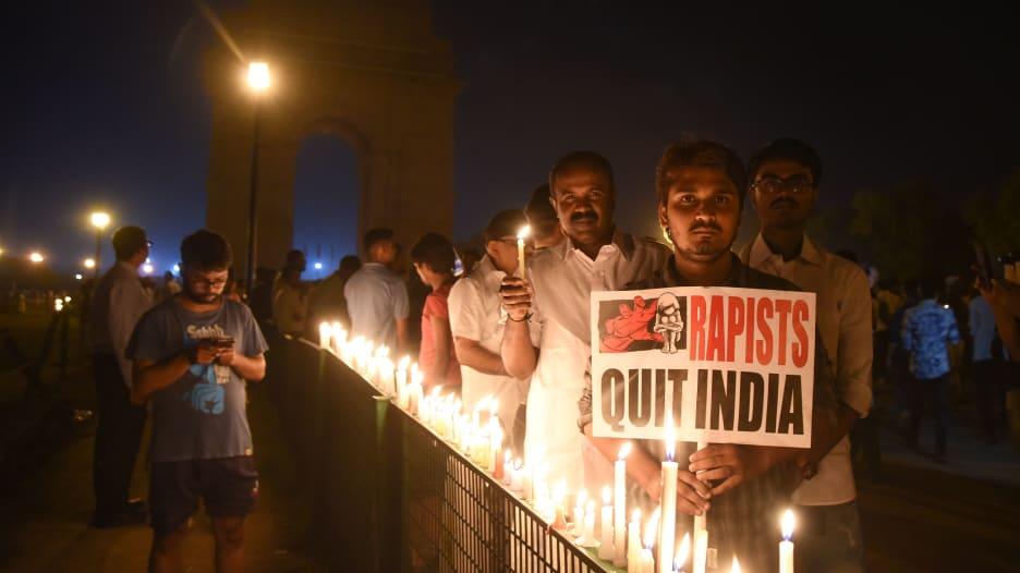 شاهد.. اغتصاب وقتل طفلة في الـ8 من العمر يشعل غضباً بالهند