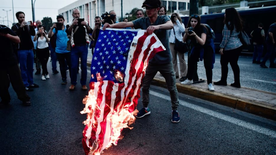 شاهد.. مظاهرات حول العالم ضد الضربة الثلاثية على سوريا
