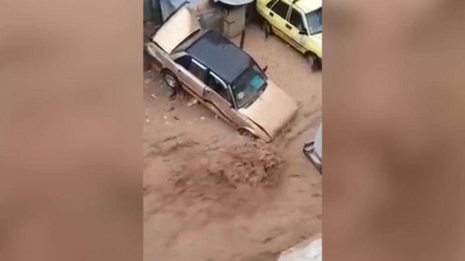 شاهد.. أمطار غزيرة تضرب دمشق وتتسبب بسيول مفاجئة