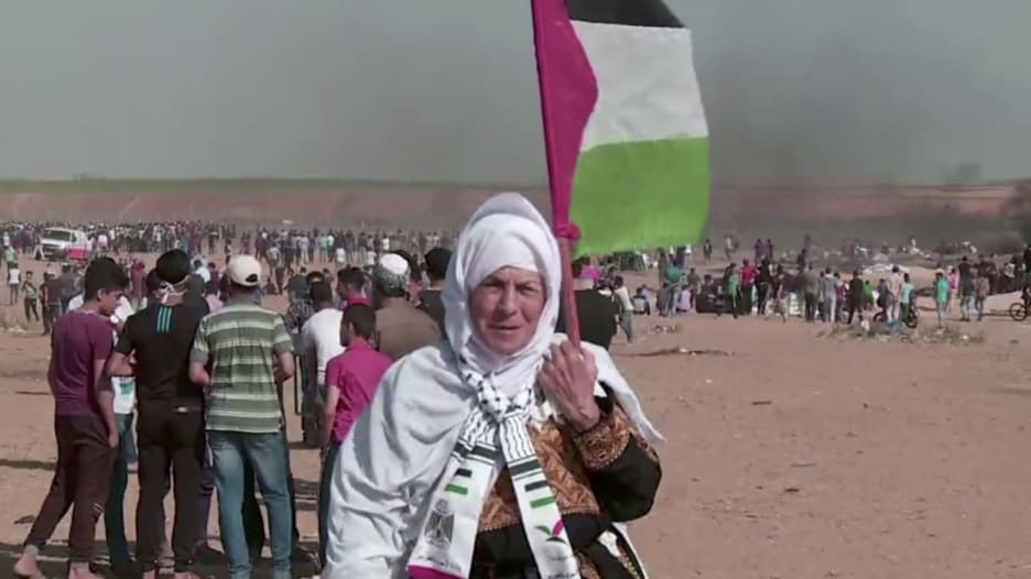 كاميرا CNN ترصد المواجهات بين فلسطينيين وجنود إسرائيليين على حدود غزة