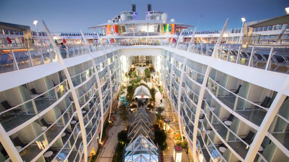 شاهد.. أكبر 15 سفينة سياحية في العالم