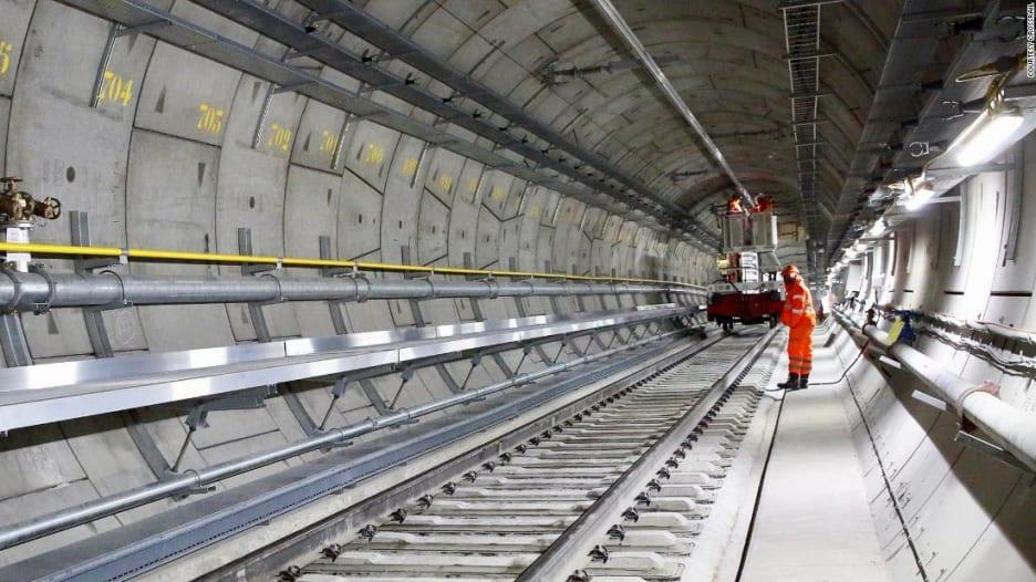 شاهد.. أنفاق قطارات لندن الضخمة الجديدة