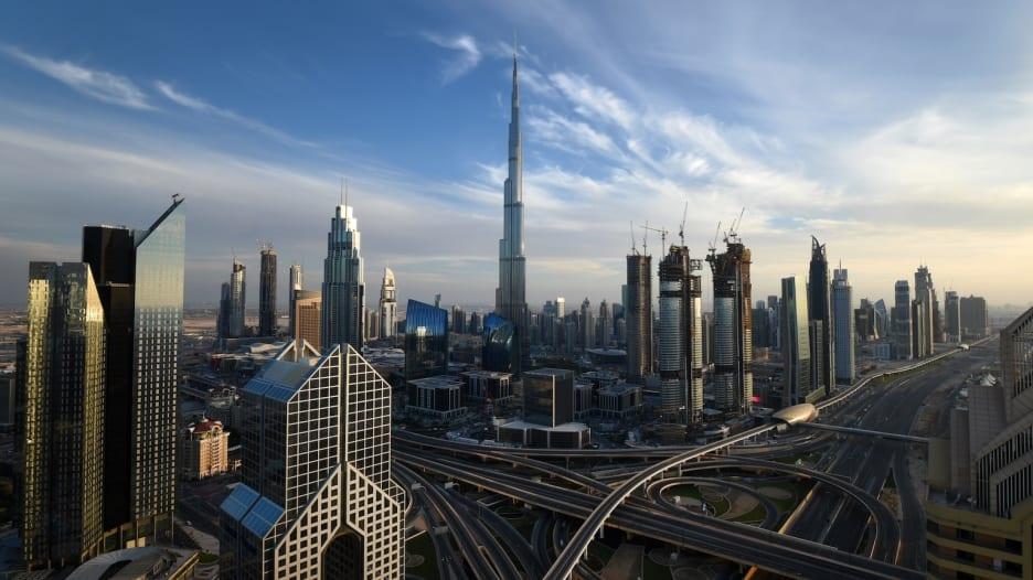 ستة أرقام قياسية حطمها برج خلفية في دبي..شاهدها في هذا الفيديو