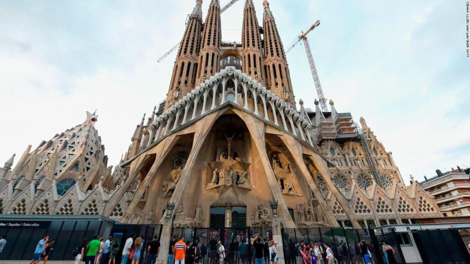 جولة في برشلونة... مدينة الحب والحياة