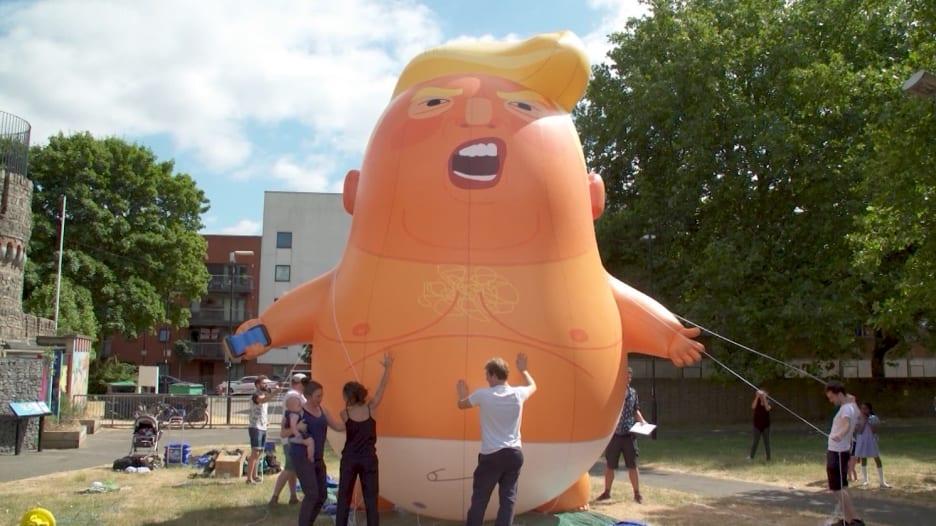 شاهد.. بالون ترامب الطفل سيتابعه في لندن أينما توجه