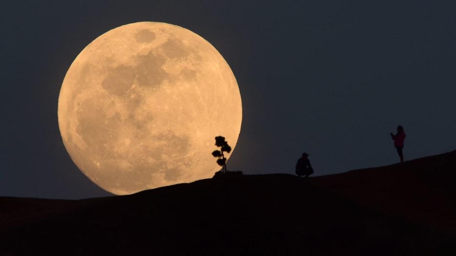 خسوف كلي للقمر في 27 يوليو هو الأطول في القرن الحالي