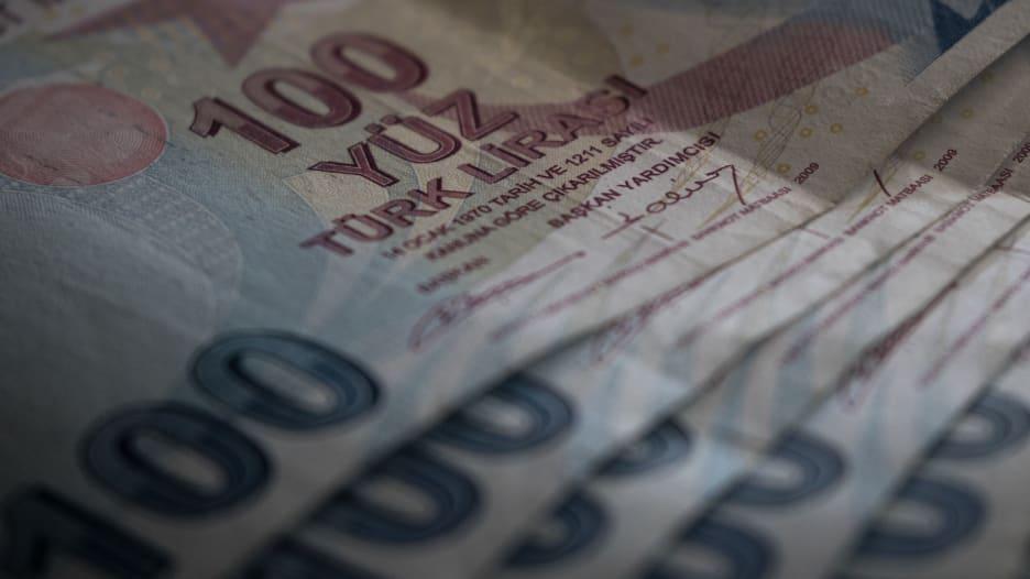 """تدهور الليرة يخرج 10 مليارديرات أتراك من قائمة """"فوربس"""""""