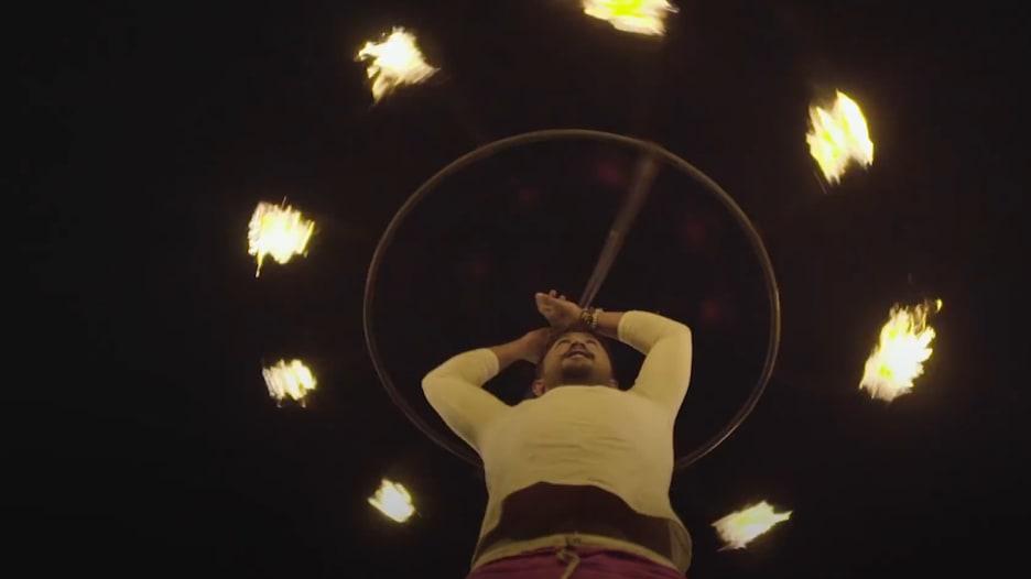 تضيء هذه الرقصة المسيرات والاحتفالات في جميع أنحاء سريلانكا