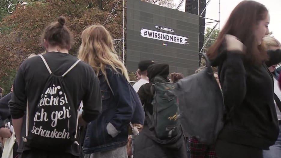 مظاهرة بالموسيقى.. رسالة تضامنية بتوقيع الآلاف من ألمانيا إلى اللاجئين